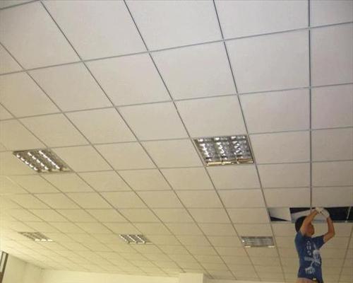 北京集成铝扣板吊顶-跟着客厅铝扣板吊顶厂家一起来看看客厅吊顶怎么装