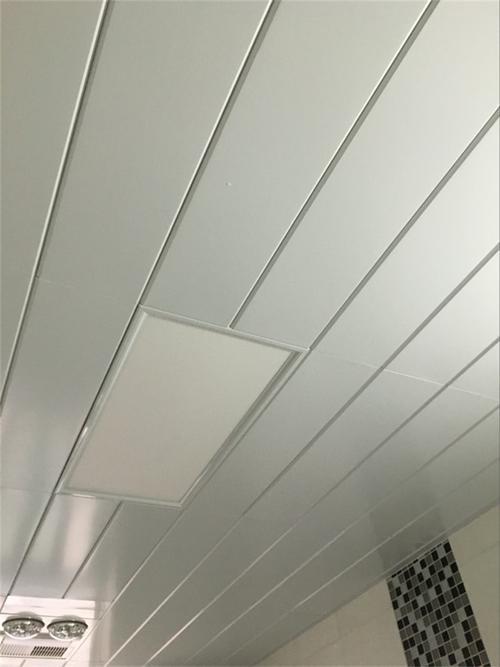 厨房美式集成吊顶-想知道厨房吊顶材料怎么选