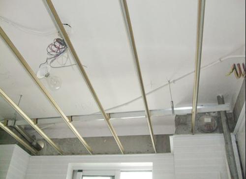吊顶四周的铝扣板怎么样-客厅铝扣板吊顶的三种常见类型效果图