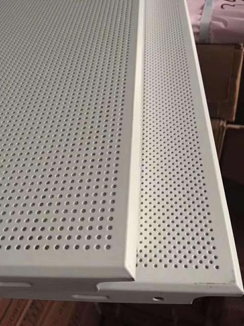 铝扣板吊顶四周板-客厅铝扣板吊顶的三种常见类型效果图