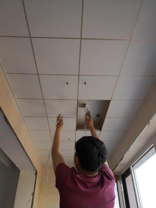 铝扣板价格每平方米多少-铝扣板批发厂家讲讲集成铝扣板吊顶多少钱