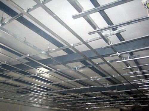 石膏板集成吊顶-卫生间铝扣板吊顶厂家今天就让铝扣板和石膏板来一较高下