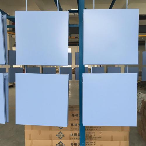 蓝色铝扣板吊顶-客厅铝扣板吊顶厂家之新中式铝扣板吊顶怎么样