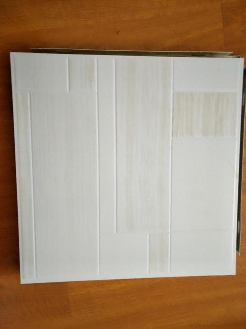 铝扣板的客厅吊顶图-用铝扣板吊客厅的效果图-客厅餐厅铝扣板吊顶图