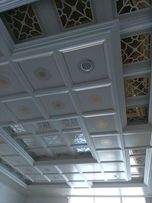 客厅吊顶铝扣板的大图-铝扣板吊顶客厅图片大全-客厅吊顶铝扣板用多大的