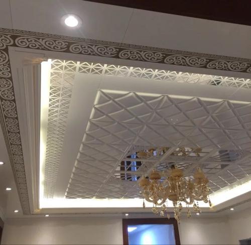 铝扣板客厅吊顶效果图-新式铝蜂窝大板吊顶效果图