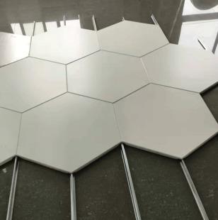 铝扣板室外-佛山铝天花厂家详解铝单板常用规格和优势