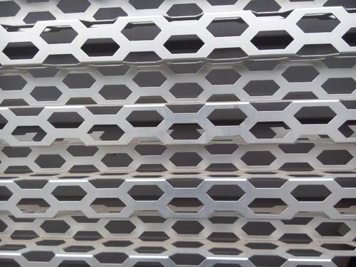 外墙装饰铝扣板-工程铝扣板生产厂家讲讲铝单板的规格厚度有哪些