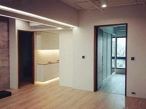 墙面做铝扣板好还是墙布好-铝扣板还是铝塑板好