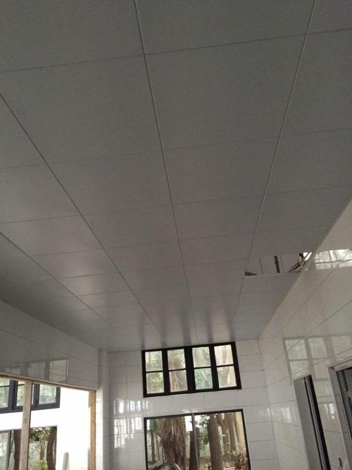 大方板铝扣板-铝扣板厂家直销工程板怎么选