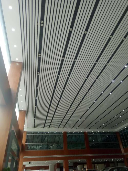 铝扣板吊顶材料店-石膏板和铝扣板集成吊顶