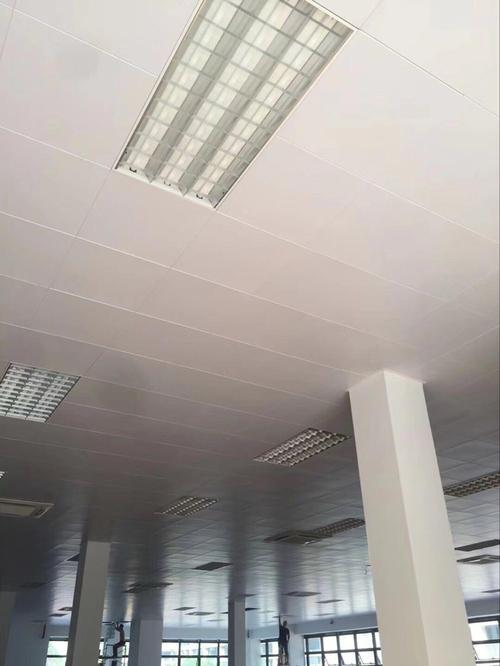 机场吊顶铝扣板-机房使用微孔铝扣板实用吗