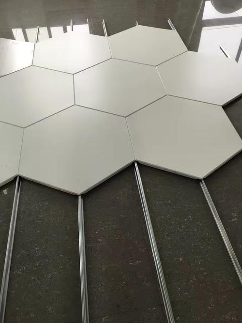 铝扣板吊顶天花-PVC和铝天花吊顶那个好