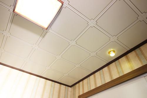 新中式客厅铝扣板吊顶-看完在装也不晚