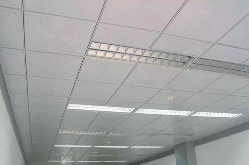 吊顶用的铝扣板是什么材质-厨房铝扣板吊顶厂家讲讲厨房吊顶用PVC还是铝扣板